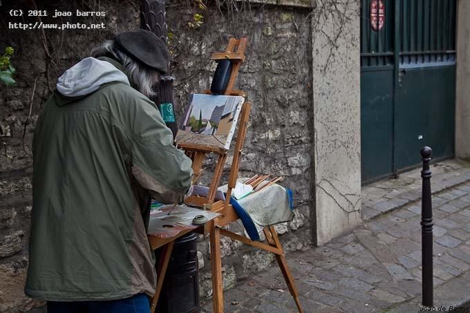 a painter near sacr coeur paris street barros joao