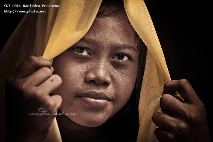a village girl with yellow veil portrait indonesia prakarsa rarindra