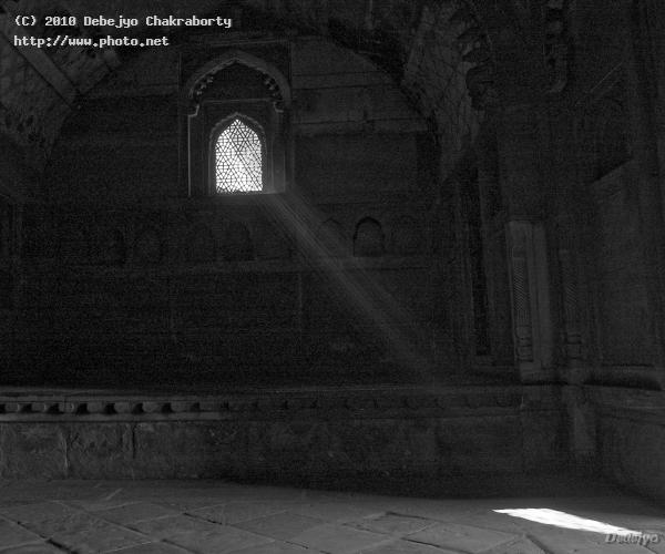 afternoon sun through a ventilator in agra fort seeking critique chakraborty debejyo