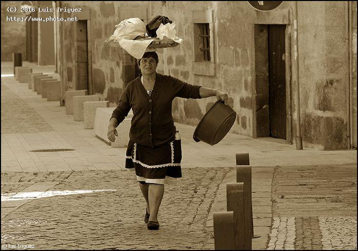 coming back from the river after doing laundry tele elmarit m triguez luis