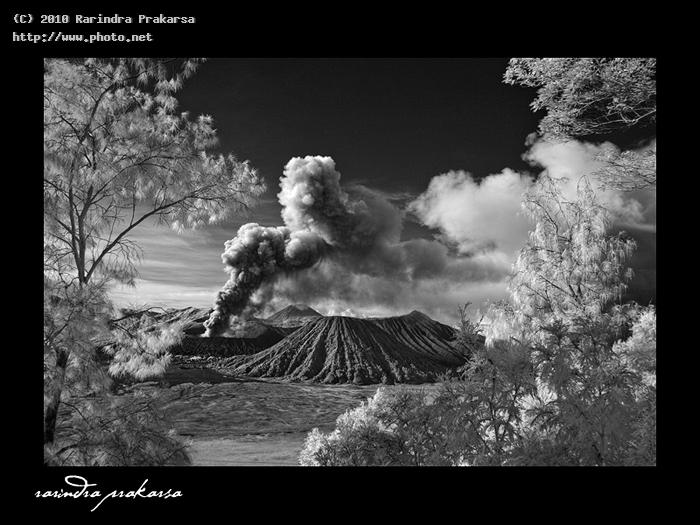 mount bromo eruption this is an infrared photo mod prakarsa rarindra
