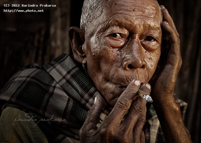 old smoking man indonesia prakarsa rarindra