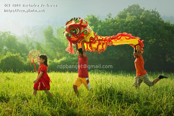 playing dragon newyear china baru tahun imlek happy barong prakarsa rarindra