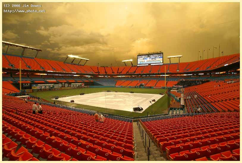 rain delay at dolphin stadium sony alpha dslr a dt mm f super wide zoom downs jim