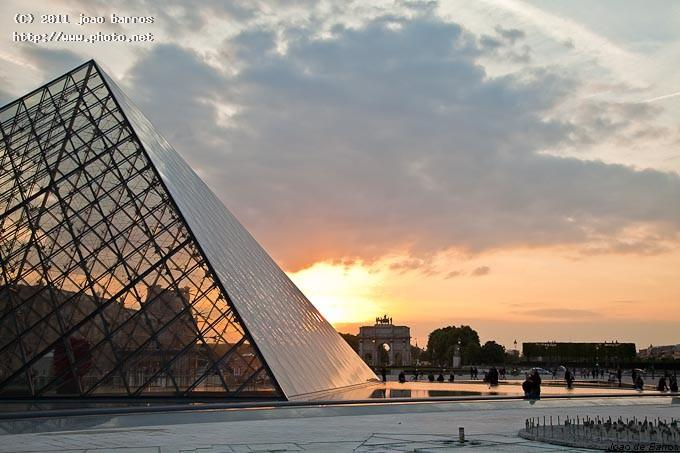 sunset in louvre architecture paris barros joao