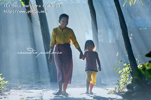with mom rays light mother village happyness indonesia morn prakarsa rarindra